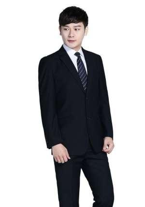 西服定制专家带大家了解;定制西装与领带的搭配原则和技巧